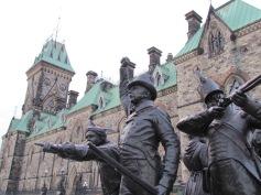 Kriegerdenkmal vorm Parlament - (c) tanadia.com