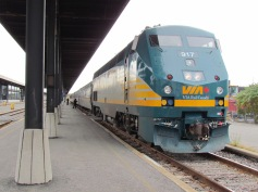 Mit dem Zug von Ottawa nach Toronto - (c) tanadia.com