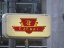 TTC Subway ... got it? Im Bahnhof war das Logo einfach auf Pappe gedruckt. - (c) tanadia.com