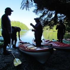 Kajak-Pause auf Meares Island near Tofino, B.C. (c) tanadia.com