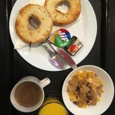 Klassisches Hostelfrühstück (hab mir gleich mal ein Upgrade im Supermarkt gekauft) - Copyright: tanadia.com
