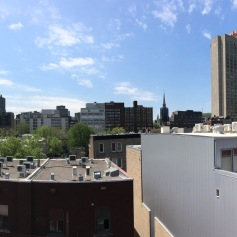 Panoramablick auf der Dachterrasse des Hostels
